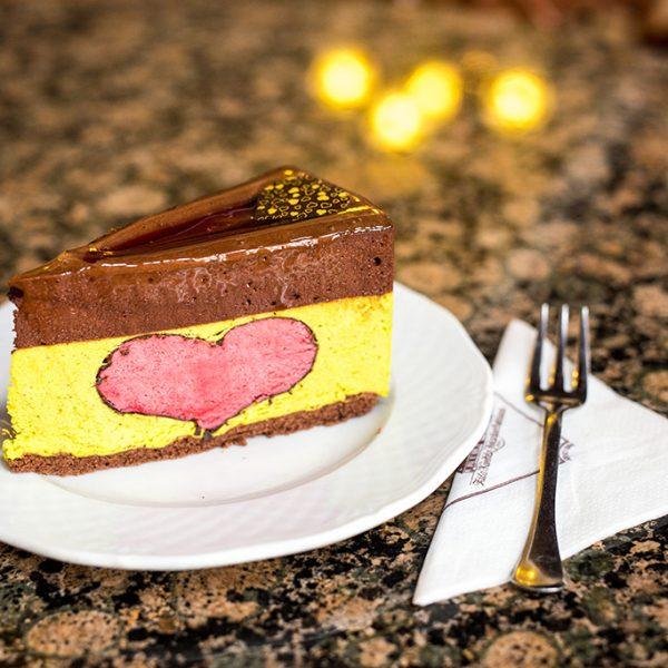 Zila pistacchio Heart Cake